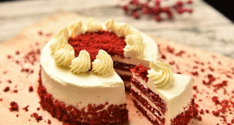 How To Make A Creamy, Tasty, And Buttery Red Velvet Cake?
